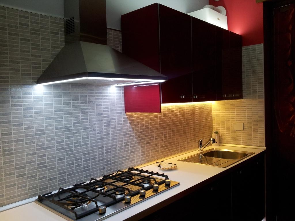 Przykłady oświetlenia i aranżacji kuchni
